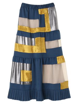 芸能人がラジオで着用した衣装スカート