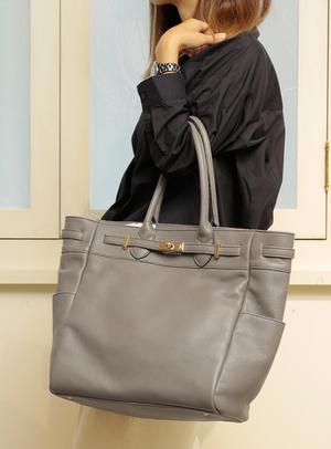 芸能人が家売るオンナの逆襲で着用した衣装バッグ
