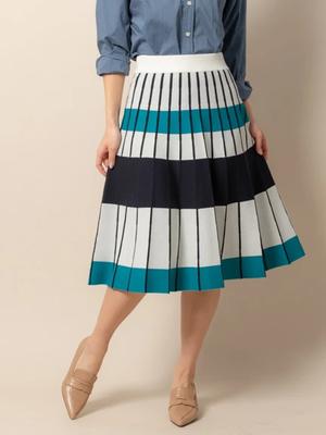 芸能人がサンデーモーニングびで着用した衣装スカート