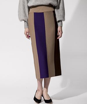 芸能人がハケン占い師アタルで着用した衣装スカート