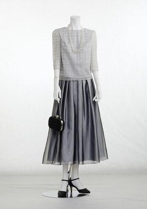 芸能人が僕の初恋をキミに捧ぐで着用した衣装ブラウス、スカート
