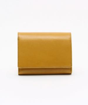 芸能人がくもり ときどき 晴れで着用した衣装財布
