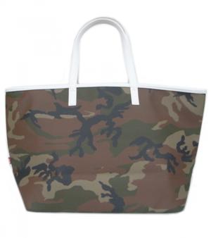 芸能人がデザイナー渋井直人の休日で着用した衣装バッグ