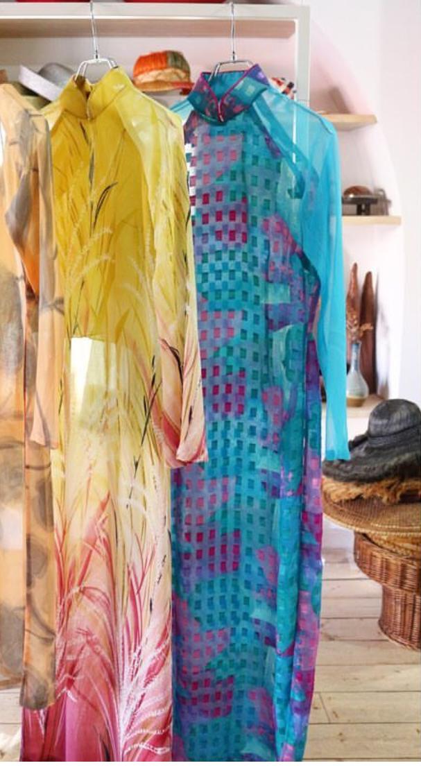 芸能人がライオンのグータッチで着用した衣装ワンピース