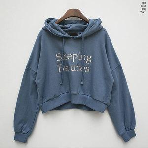 芸能人がブログで着用した衣装パーカー