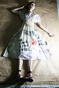 リミフゥのgraffiti print waist gather dress