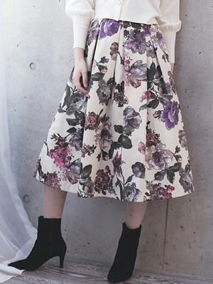 芸能人がREDS TV GGRで着用した衣装スカート