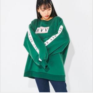 芸能人が日向坂46「ときめき草」MVで着用した衣装スウェット
