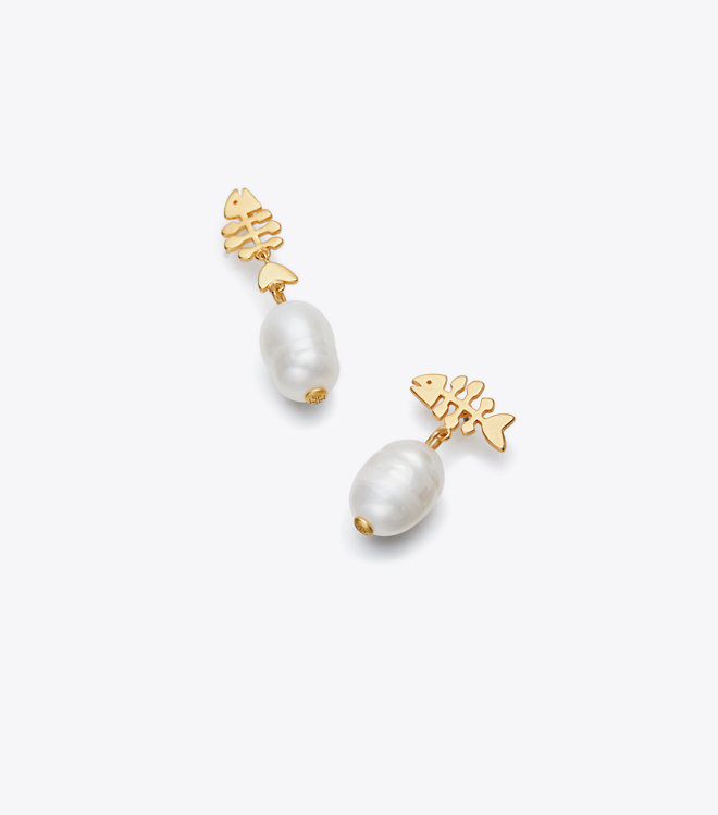 Tory BurchのFISH AND PEARL DROP EARRINGS