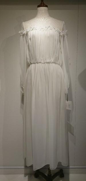 芸能人がInstagramで着用した衣装ドレス
