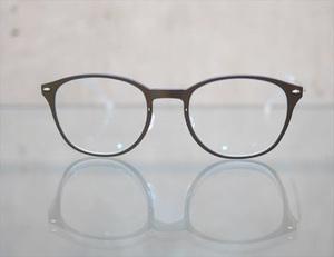 芸能人がパーフェクトワールドで着用した衣装メガネ