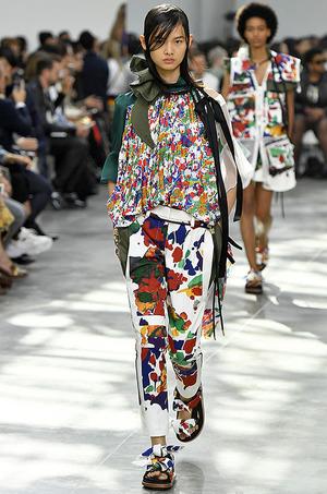 芸能人がコーチェラ フェス2019で着用した衣装トップス