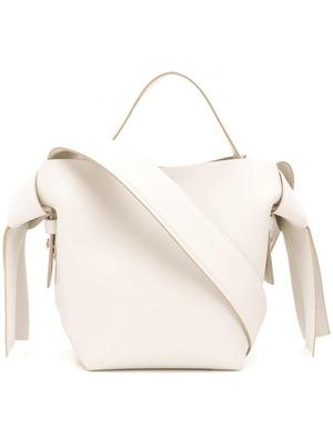 芸能人がパーフェクトワールドで着用した衣装バッグ