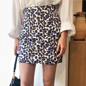 芸能人がキニナル金曜日で着用した衣装スカート