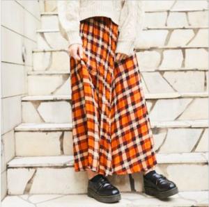 芸能人がカカフカカで着用した衣装スカート