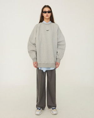 芸能人がInstagramで着用した衣装スウェット
