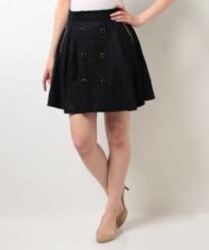 芸能人が問題のあるレストランで着用した衣装スカート
