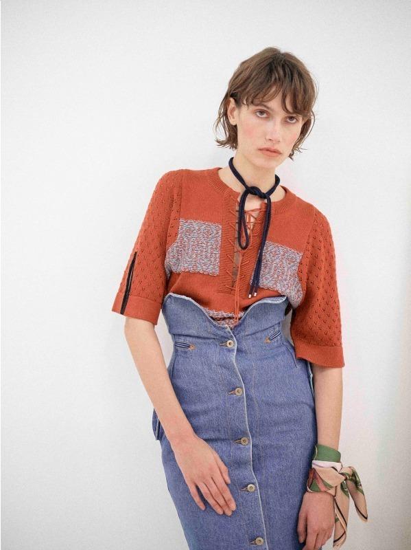 芸能人が公開収録 バースデー・ワンダーランドで着用した衣装ニット