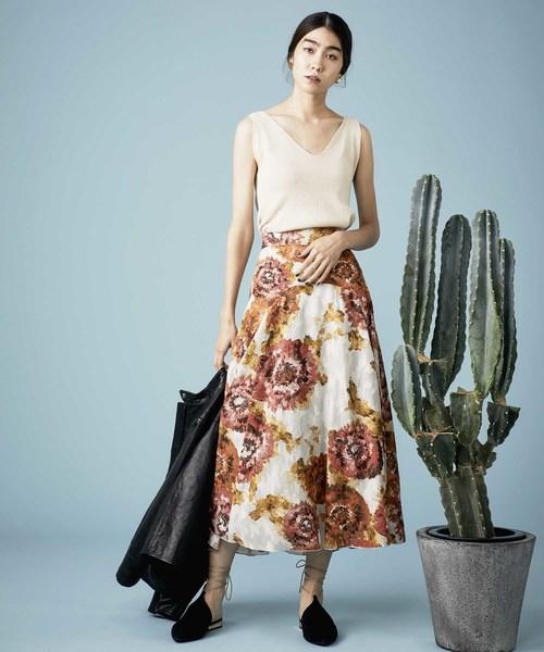 芸能人がメレンゲの気持ちで着用した衣装アウター、スカート