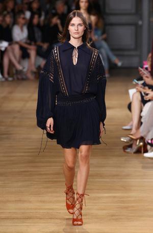 芸能人が東京ガールズコレクションで着用した衣装ワンピース
