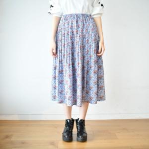芸能人が日曜Nスタで着用した衣装スカート