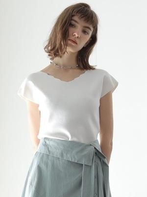 芸能人がグータンヌーボ2で着用した衣装Tシャツ・カットソー