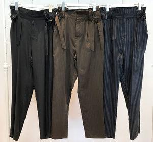 芸能人がミラー・ツインズで着用した衣装パンツ