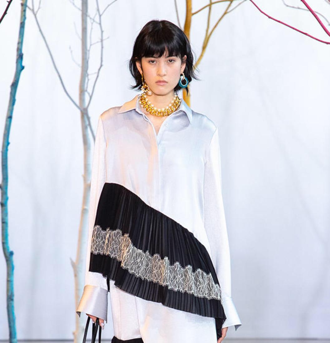 芸能人が授賞式 第27回橋田賞で着用した衣装シャツ、スカート