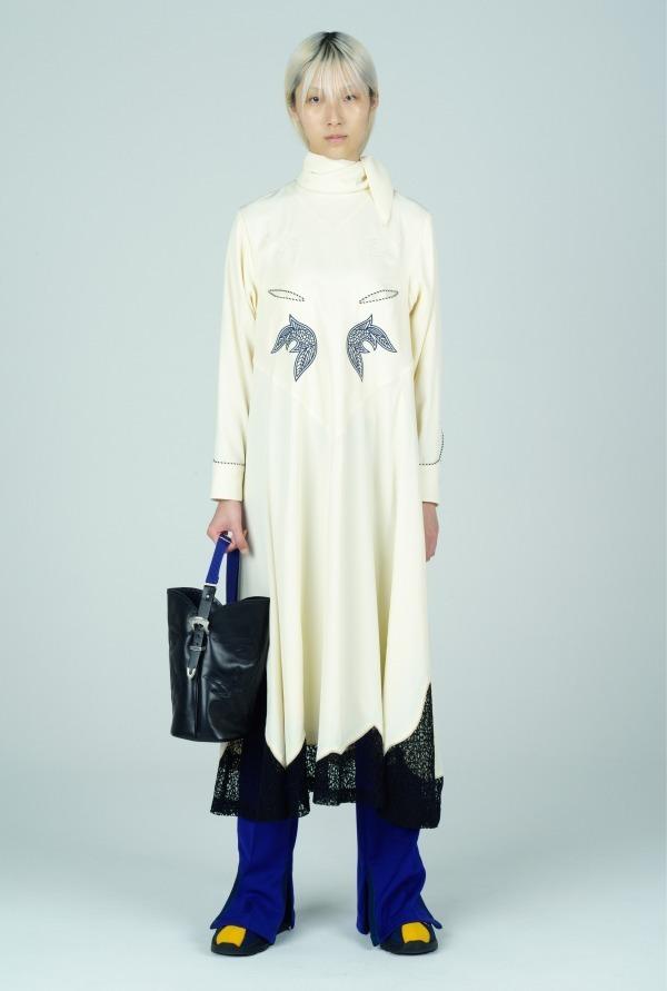 芸能人が第28回日本映画批評家大賞で着用した衣装ワンピース