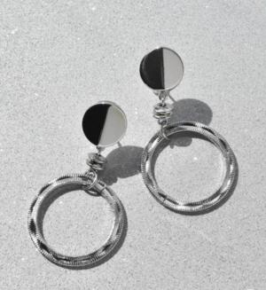 芸能人がInstagramで着用した衣装ピアス(両耳用)