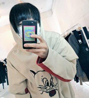 芸能人がInstagramで着用した衣装パーカー