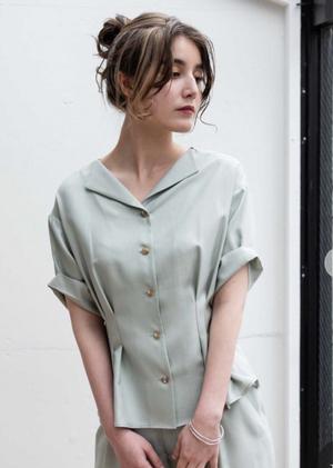芸能人がパーフェクトワールドで着用した衣装ブラウス