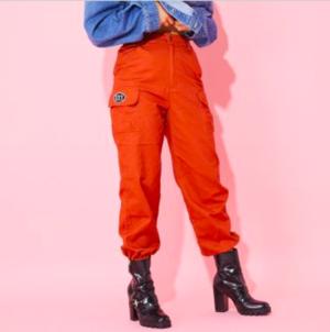 芸能人がフェアリーズ「Metropolis〜メトロポリス〜」予約イベントで着用した衣装パンツ