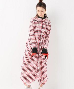 芸能人がクラウドバンクCM 「待つ、資産運用」 で着用した衣装赤・ピンク・黒のチェックワンピース