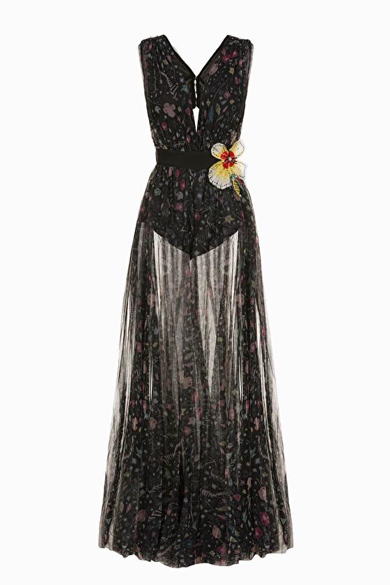 芸能人が記者発表 RIZAで着用した衣装ワンピース