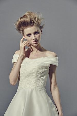 芸能人が偽装不倫で着用した衣装ウェディングドレス