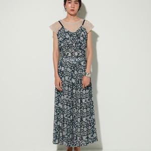 芸能人が偽装不倫で着用した衣装スカート