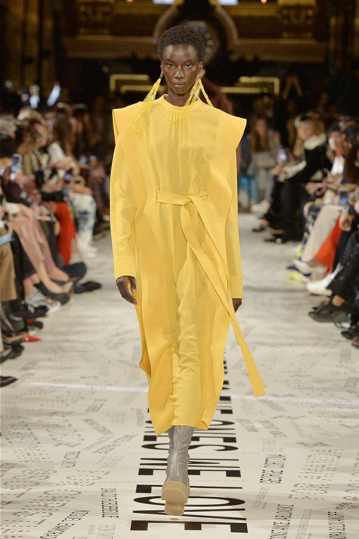 芸能人がジャパンプレミア トイ・ストーリー4で着用した衣装ワンピース、シューズ、ジュエリー