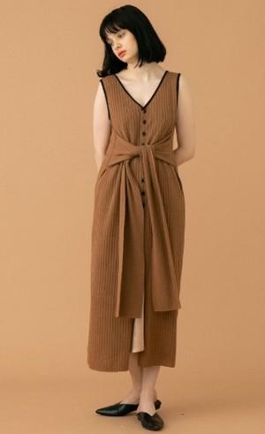 芸能人が行列のできる法律相談所で着用した衣装ブラウス/ジャケット/スカート
