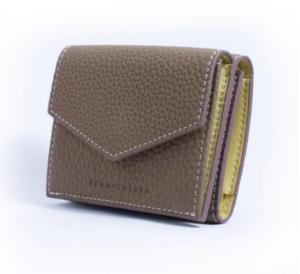 芸能人がInstagramで着用した衣装財布,スマホケース