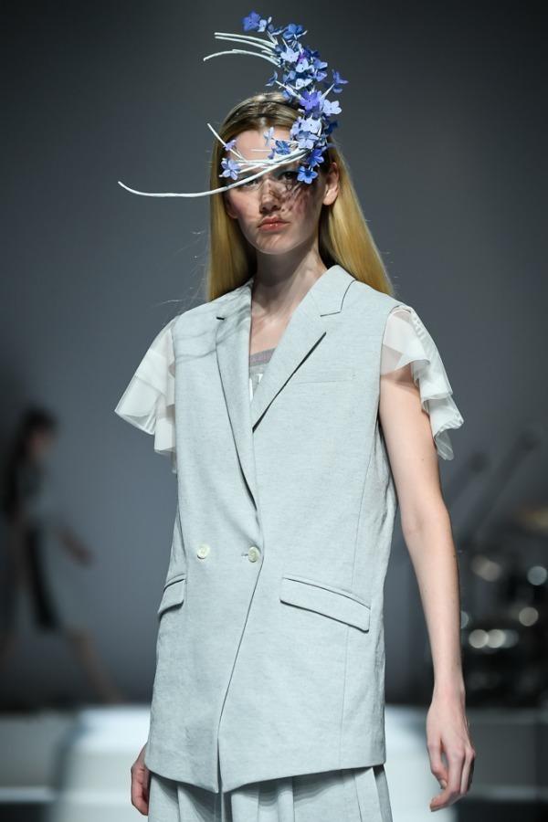 芸能人が櫻井・有吉THE夜会で着用した衣装アウター、ジュエリー、スカート