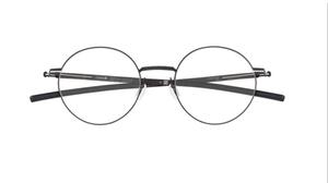 芸能人がボイス 110緊急指令室で着用した衣装メガネ