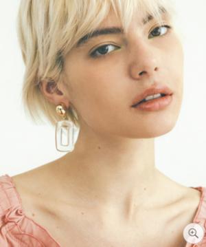 芸能人がホットペッパービューティー 8月号で着用した衣装ピアス(両耳用)