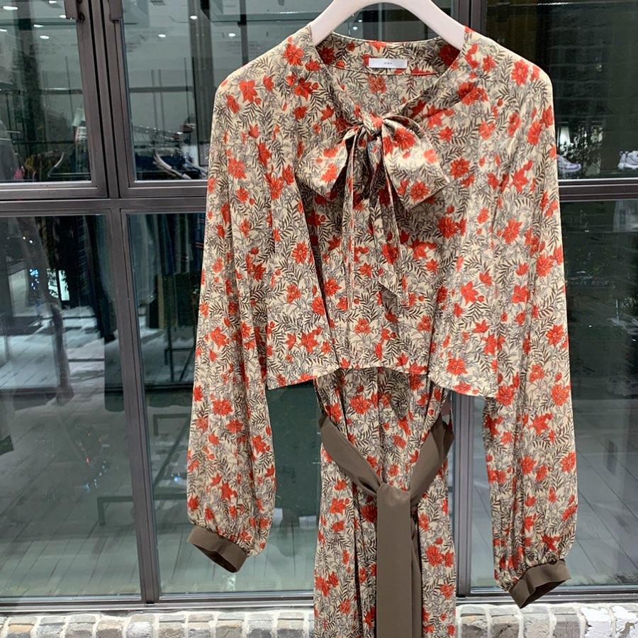 芸能人がA-Studioで着用した衣装ブラウス、スカート、シューズ、ジュエリー