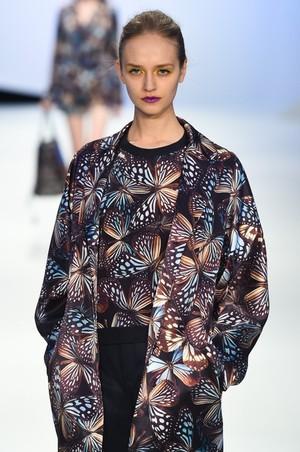芸能人がルパンの娘で着用した衣装ジャケット