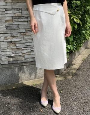 芸能人が凪のお暇で着用した衣装スカート