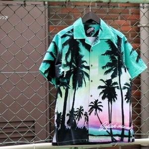 芸能人が凪のお暇で着用した衣装シャツ