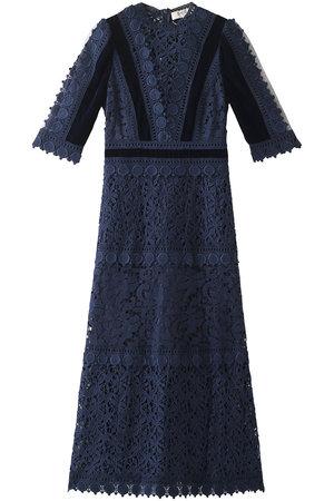芸能人がアイネクライネナハトムジーク完成披露上映会で着用した衣装ドレス