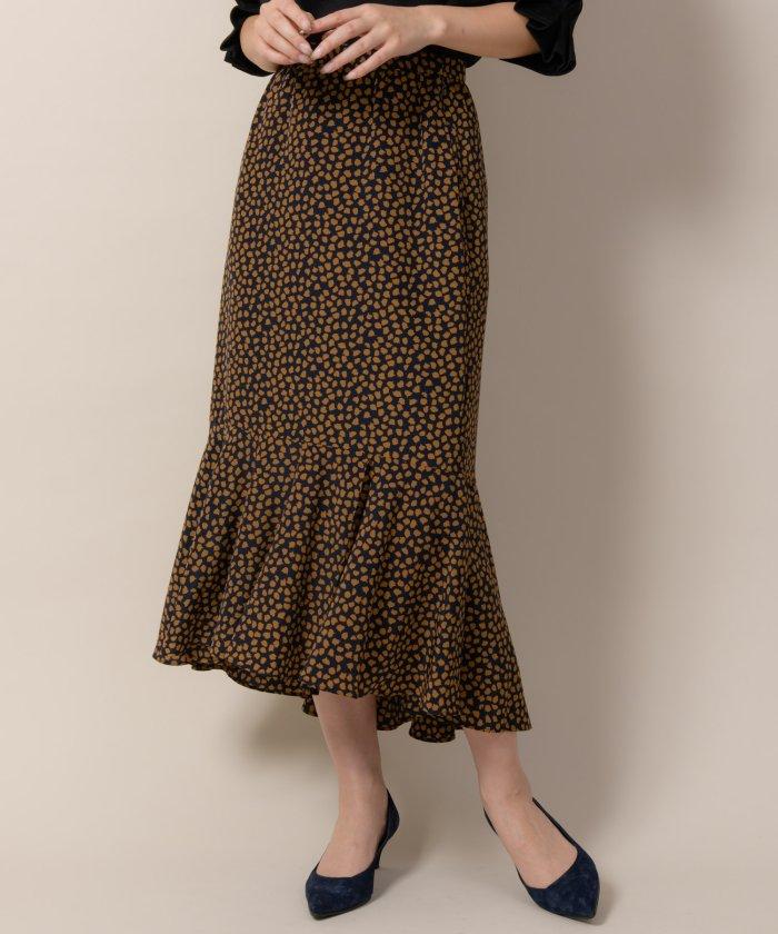 芸能人がシューイチで着用した衣装スカート、カットソー