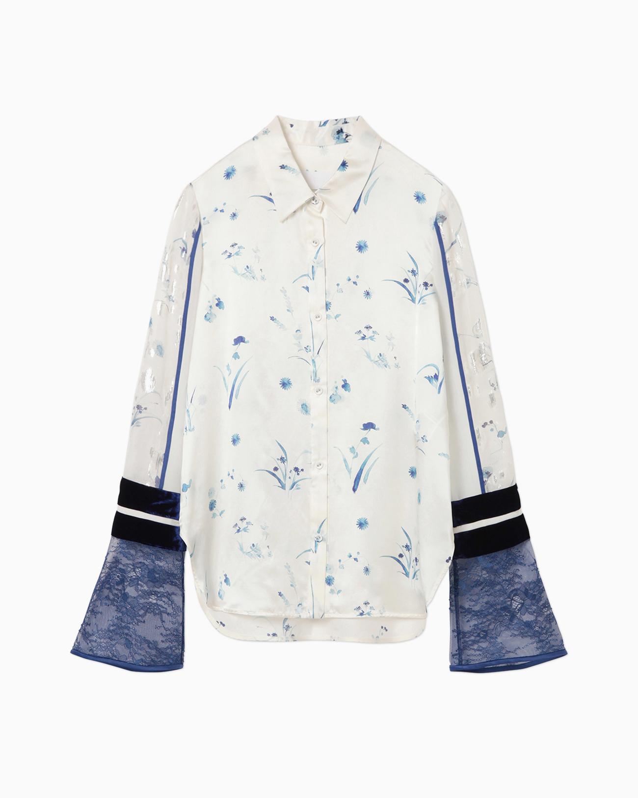 芸能人が完成記念プレミア 空の青さを知る人よで着用した衣装ブラウス、スカート、ジュエリー